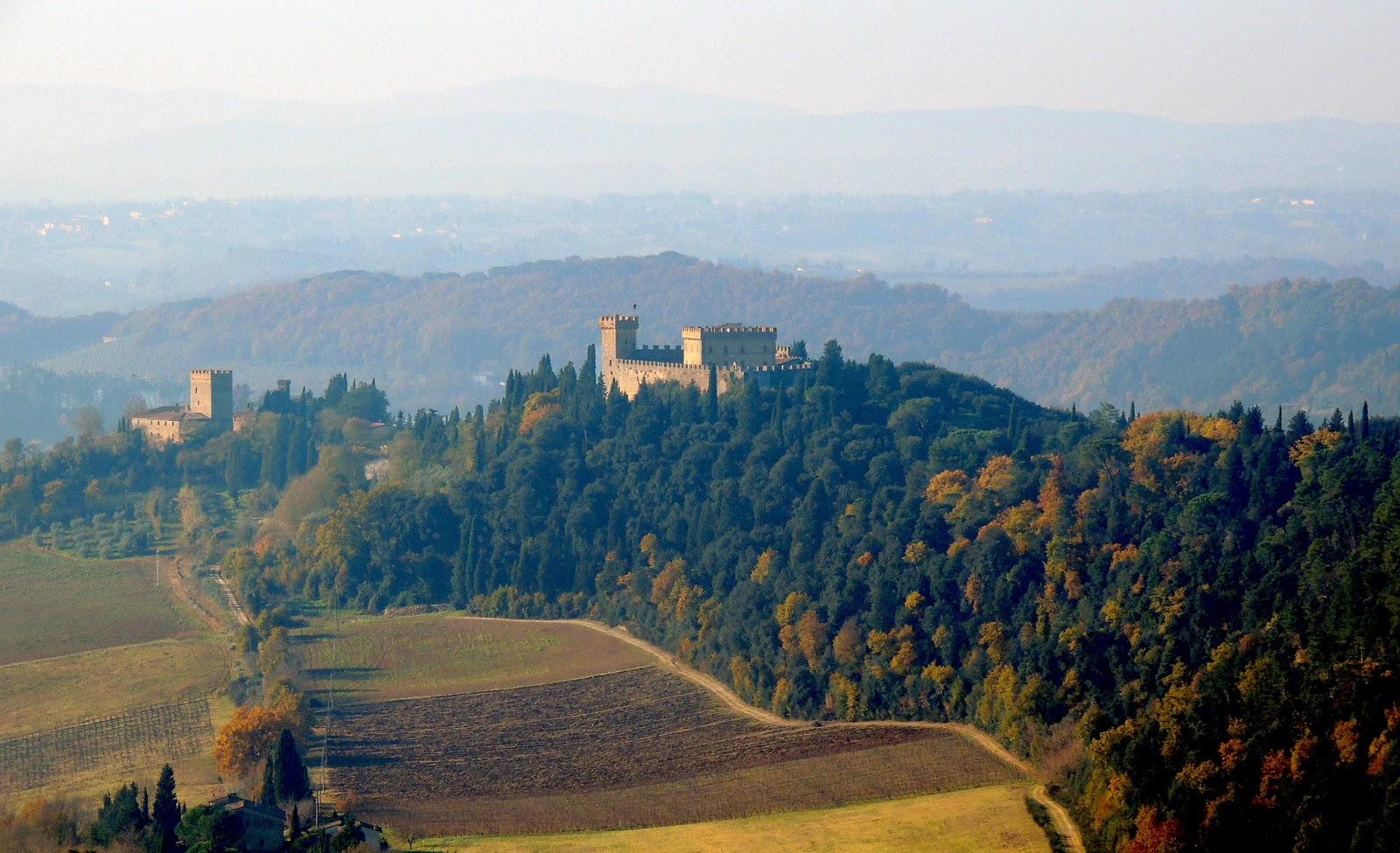 Il castello di Strozzavolpe e la torre di Luco
