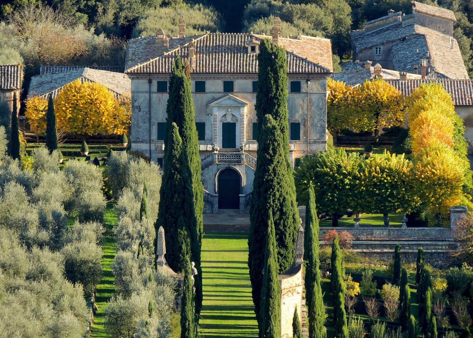 La villa vista dalla Scala Santa