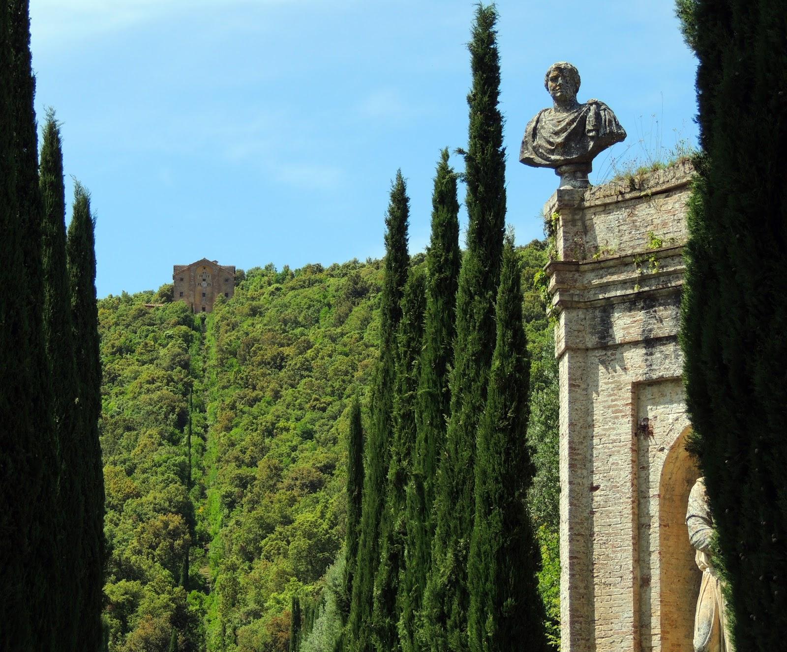 Il Romitorio con la Scala Santa visto dal viale dei cipressi