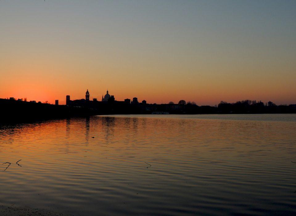 Mantova - tramonto sul lago
