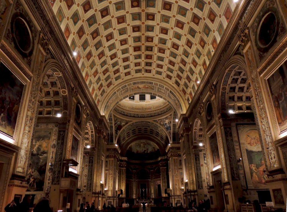L'interno della basilica di Sant'Andrea a Mantova