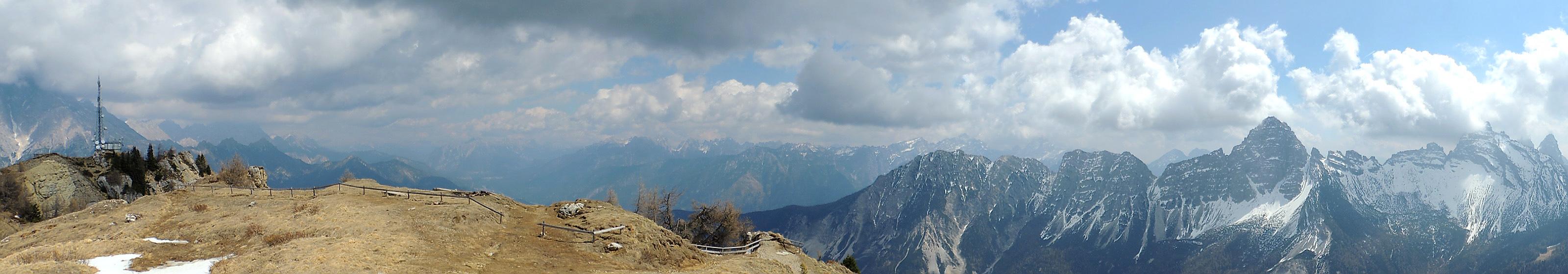 panorama dalla vetta del monte rite