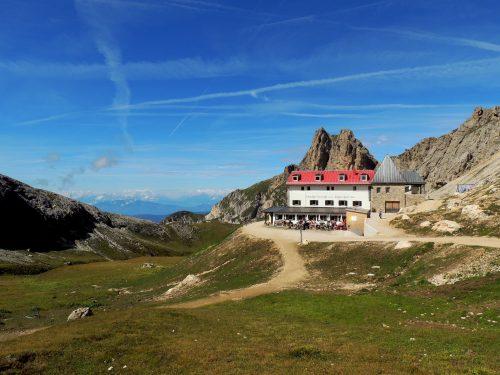 Al Rifugio Alpe di Tires attraverso l'Alpe di Siusi